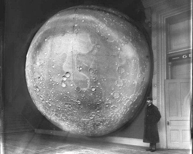 ©:  17mystere: Modèle de la Lune en 1898