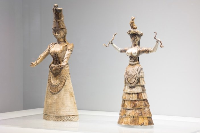 Snake Goddess figurines (original finds), Herakleion Museum of Archaeology, Crete