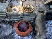 Experimentelles Kochen in Repliken minoischen Töpfergeschirrs © Dr. Jerolyn Morrison, Foto: Stella Johnson